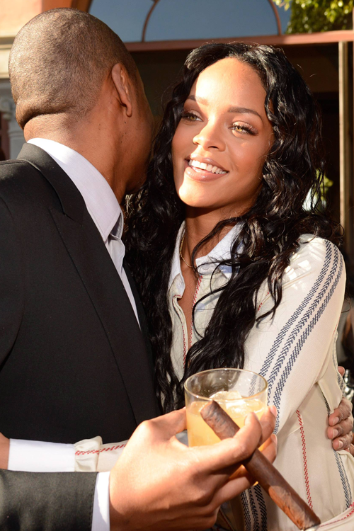 kanyye :      rihrobyn :     Rihanna with Jay z at Roc Nation Pre-Grammy brunch in Los Angeles.     Her face omgggg