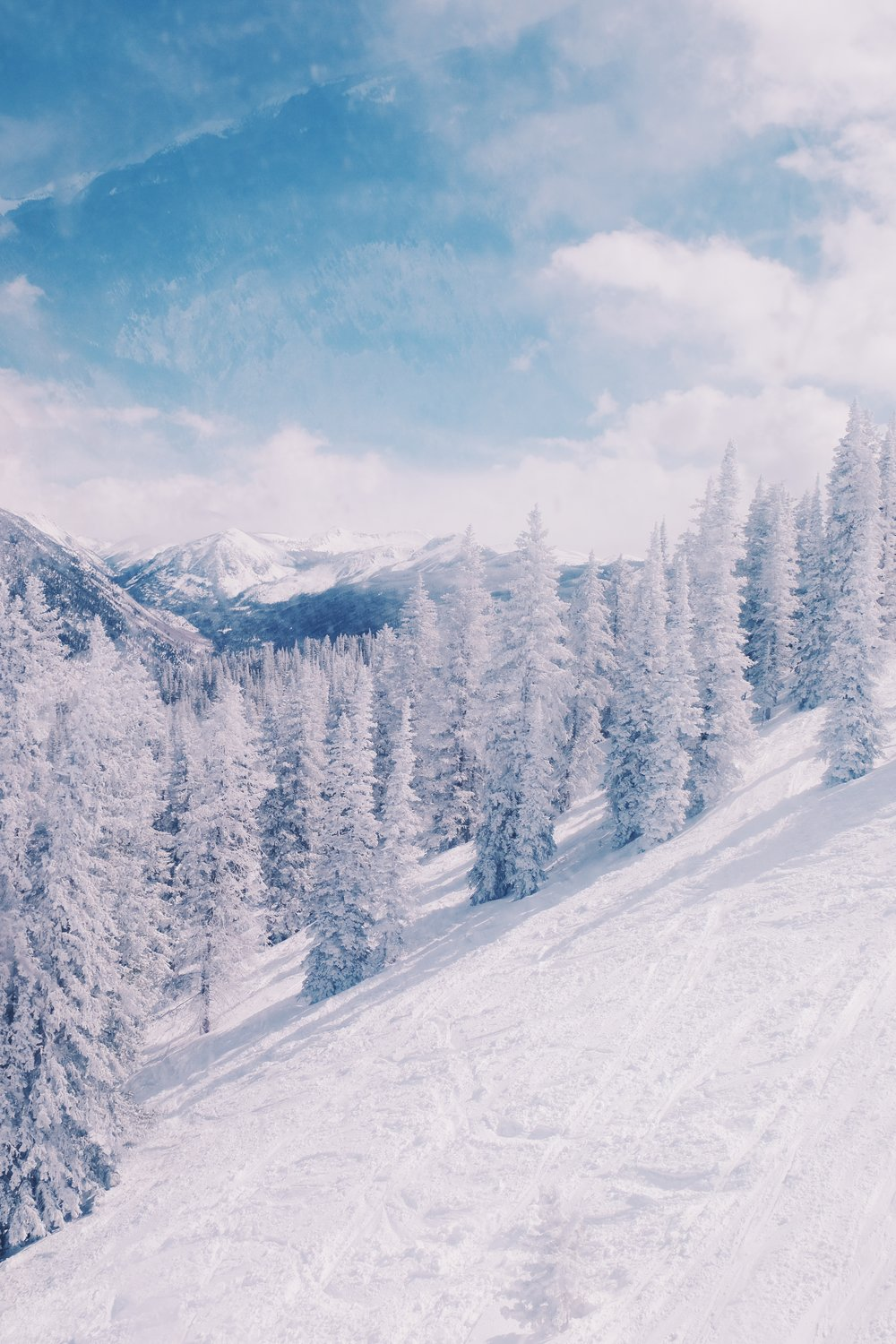 Ski Aspen, Travel Guide to Aspen, The Far & Near