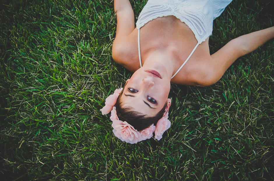 Boho photographs of a bohemian girl with a flower crown and a white, hippy, lacy dress. Beautiful portraits for models, teens, and seniors by ORGANIC ROMANTIC Indianapolis Photographer, Ashlee Lauren. Ashlee photographs families, engagements, and couples, and senior portraits in downtown Indiapolis, Carmel Indiana, Fishers Indiana, Greenwood Indiana, Hamilton County, Marion county. Lifestyle photoshoots take place outdoors with natural light and are filled with sunlight, fun memories, and beautiful backgrounds. Ashlee photographs with a nikon camera and tamron lens.