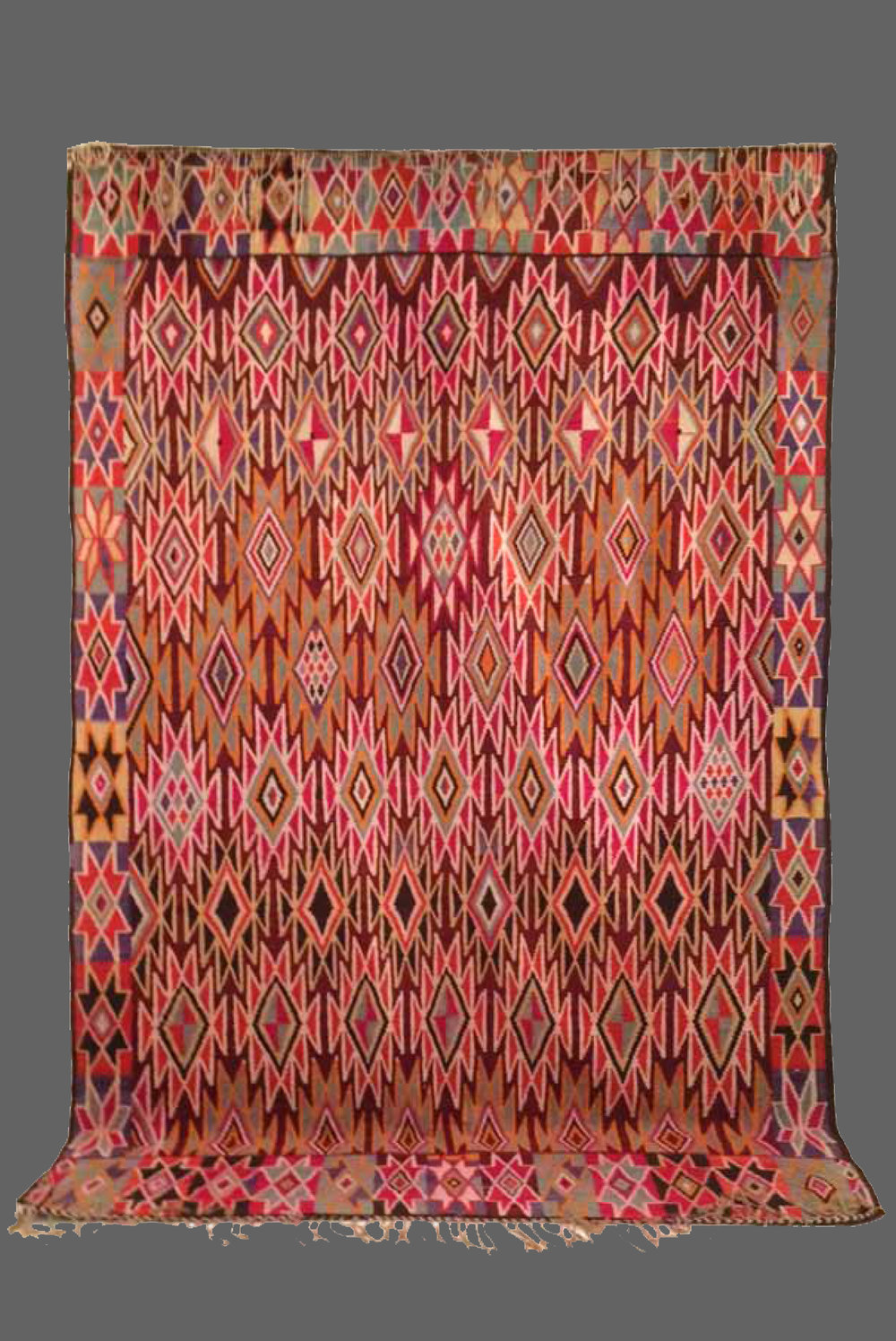 Ethnie : Gafsa  Origine : Tunisie  Année : 1980  Dimensions : 3,00 x 1,95  Technique : Tissage serré  Description : Sublime kilim , inspiration africaine, harmonie des couleurs, pièce rare  Référence : KG 001  Prix : 1700€
