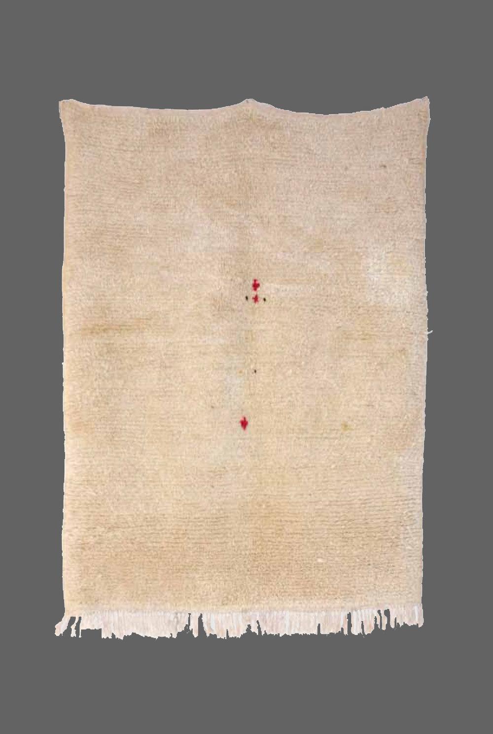 Ethnie : Azilal    Origine : Maroc    Année : 1990    Dimensions : 2,58 x 1,24    Technique : noué , très serré    Description : Petit tapis tout en finesse, azilal, très belle qualité de laine,    Référence : AZL 001    Prix : 900€