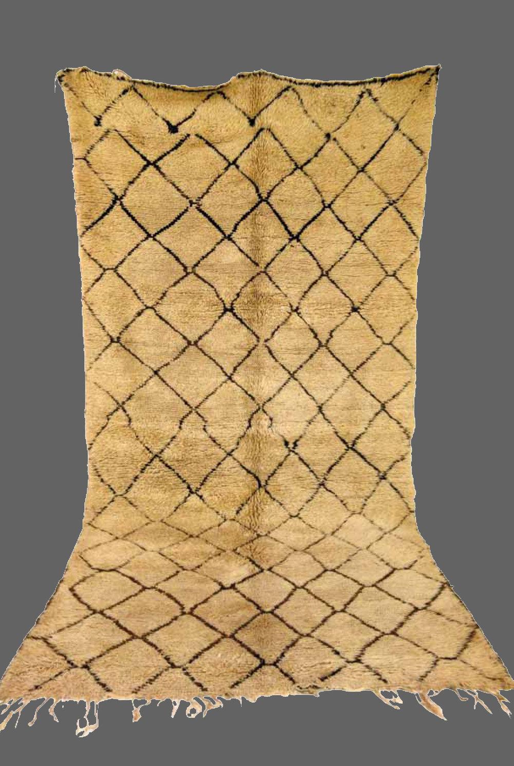 Ethnie : Beni Ouarein    Origine : Maroc    Année :1980    Dimensions : 3,90 x 1,90    Technique :    Description : Dessin classique, laine beige,tissage serré,superbe qualité    Référence : BEN 001    Prix : 2400€