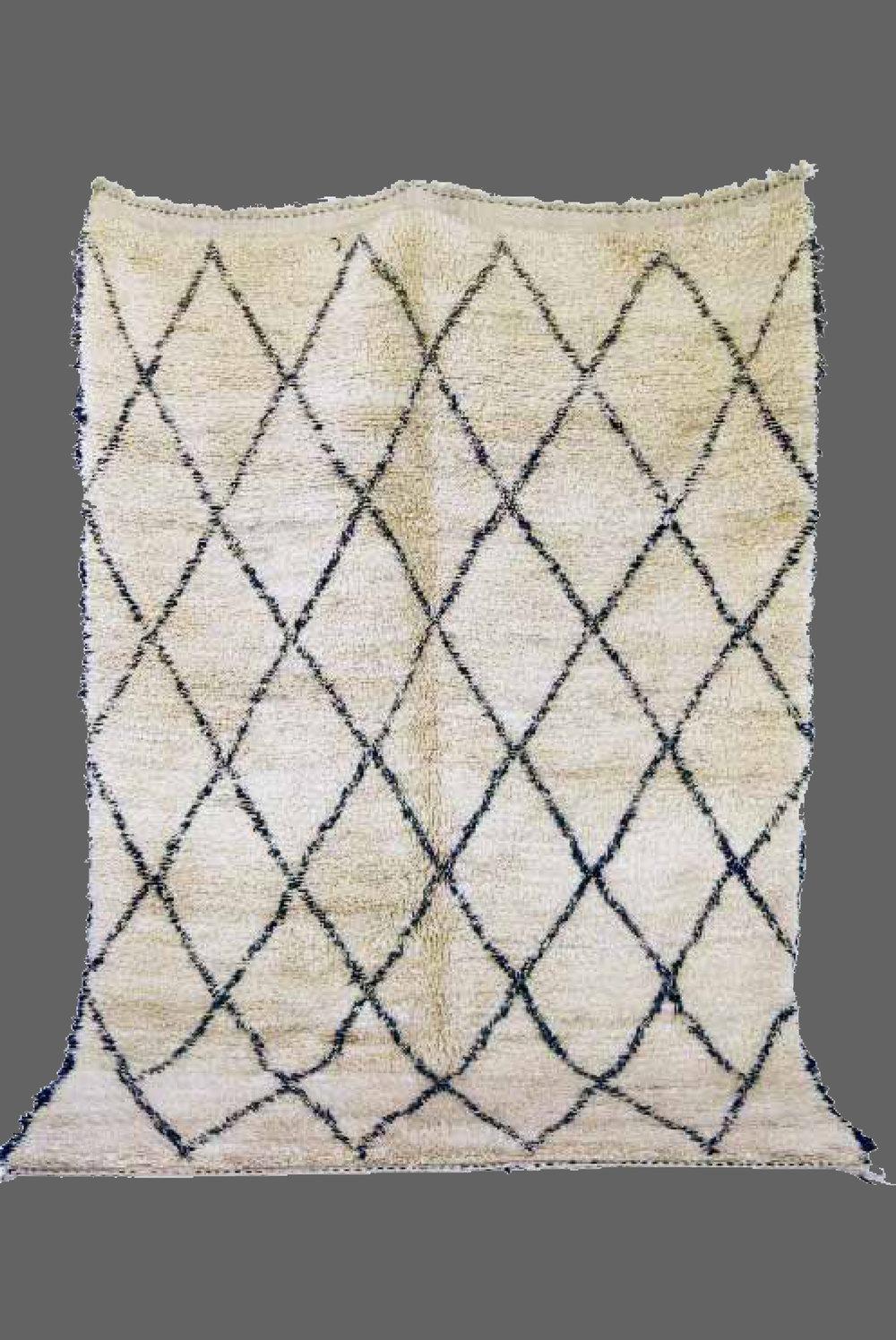 Ethnie : Beni Ouarein    Origine : Maroc    Année : 1990    Dimensions : 2,95 x 2,00    Technique :    Description : Dessin classique, laine épaisse blanche    Référence : BEN 002    Prix : Vendu