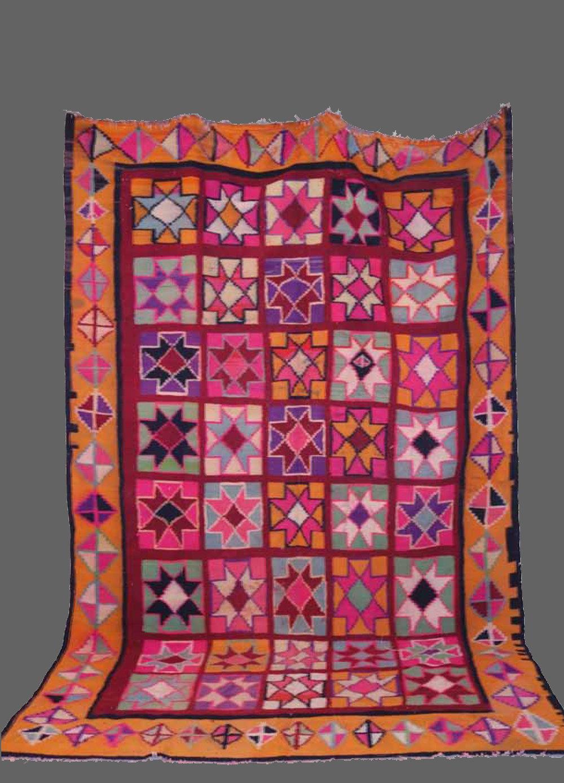 Ethnie : Gafsa    Origine : Tunisie    Année :1980    Dimensions : 3,55 x 2,20    Technique : Tissage serré    Description : très géométriques, jeu de fleurs, couleurs pales    Référence : KG 003    Prix : 900€
