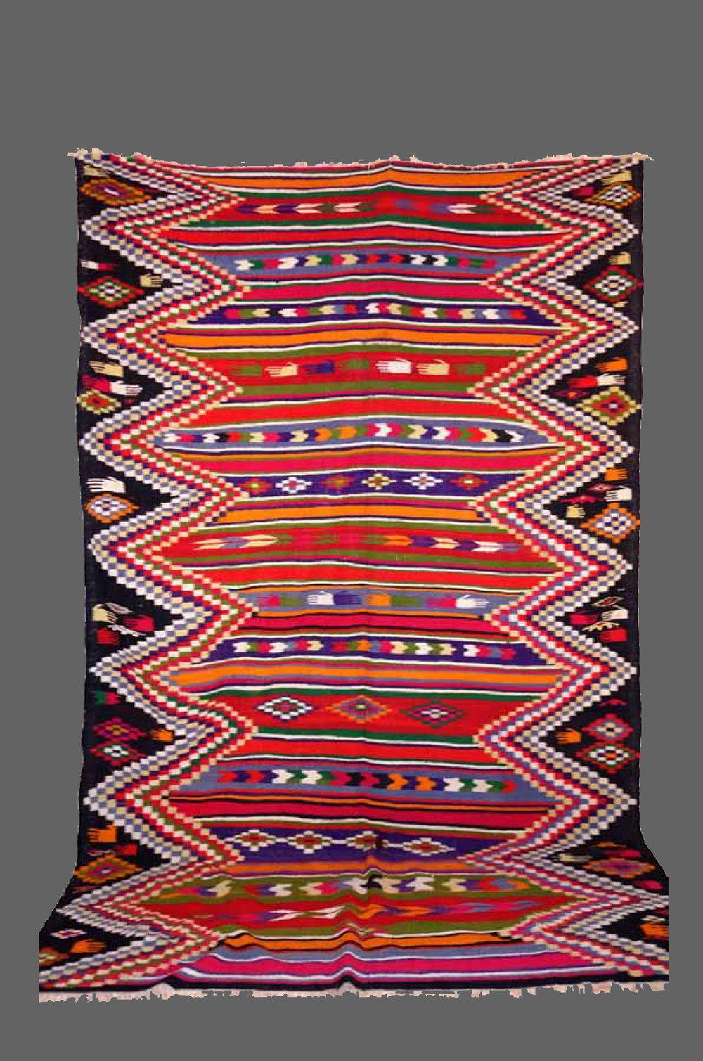 Ethnie : Gafsa    Origine : Tunisie    Année : 1980    Dimensions : 3,20 x 2,10    Technique : Tissage serré    Description : Multicolore, très graphique    Référence : KG OO4    Prix : 900€