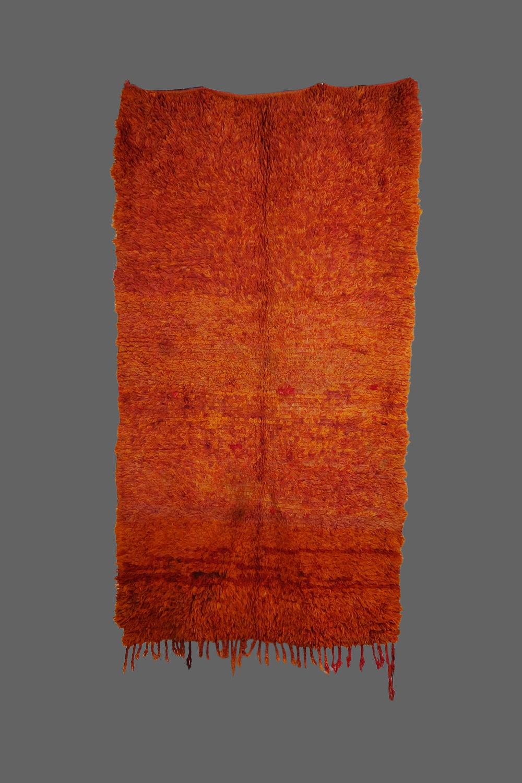Ethnie : Beni m'guild  Origine : Maroc, Moyen Atlas  Année : 1980  Dimensions :  Technique : Double noeuds, laine épaisse  Description :  Référence : BMG 001  Prix : 650€