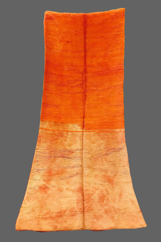 Ethnie : Beni m'guild  Origine : Maroc, moyen Atlas  Année :1970  Dimensions :  Technique : Double noeuds, Laine rasse  Description : sublime couloir, rare par la qualité de sa laine, par ses couleurs naturelles et par son design. une vraie pièce de collection. ref Rothko  Référence : BMG 004  Prix : 1400€