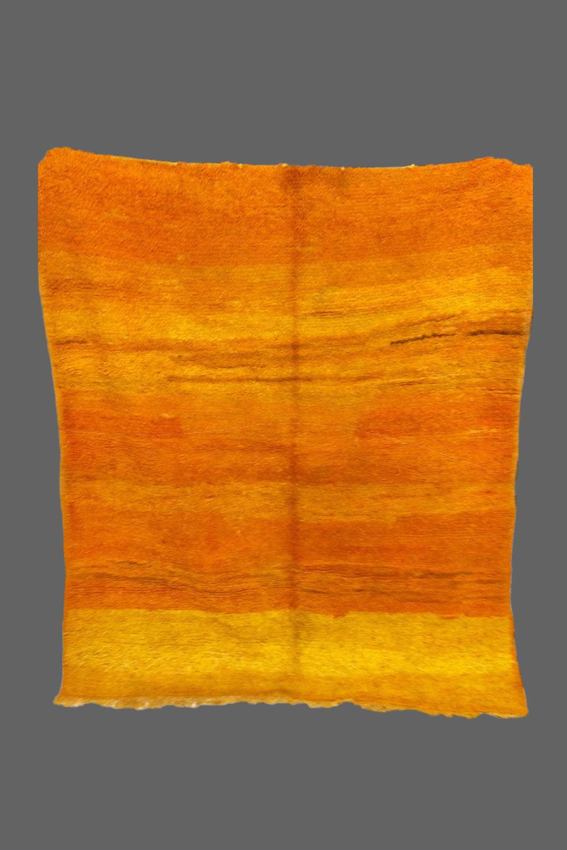 Ethnie : Beni m'guilt  Origine : Maroc  Année :1970  Dimensions : 2,20 x 1,80  Technique : noeuds noués  Description : superbe dégradés d'orange. rares dimensions. un vrai tableau de Rothko  Référence : MG 007  Prix : 750€
