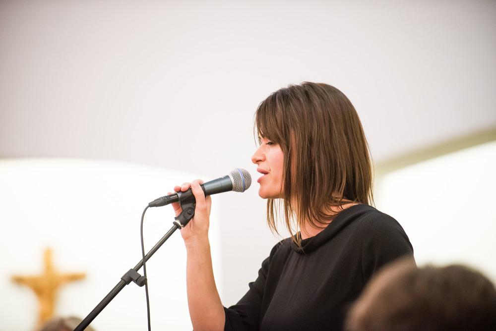 Ingeborg synger i profil.jpg