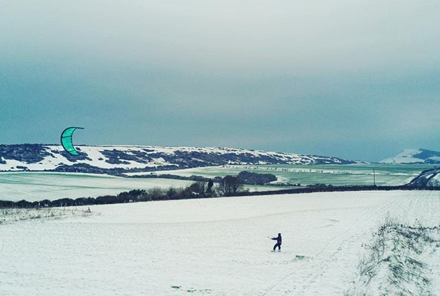 Snowy Sunday's at home❄️ @theactiveisland #isleofwight #djimavic #action #kitesurfing #snowkite #fun 📷@courtintheact
