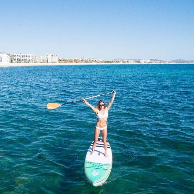 Hands up if you're ready for summer ☀️ #bebeach #sup #fitness #travel #ootd 📷 @courtintheact
