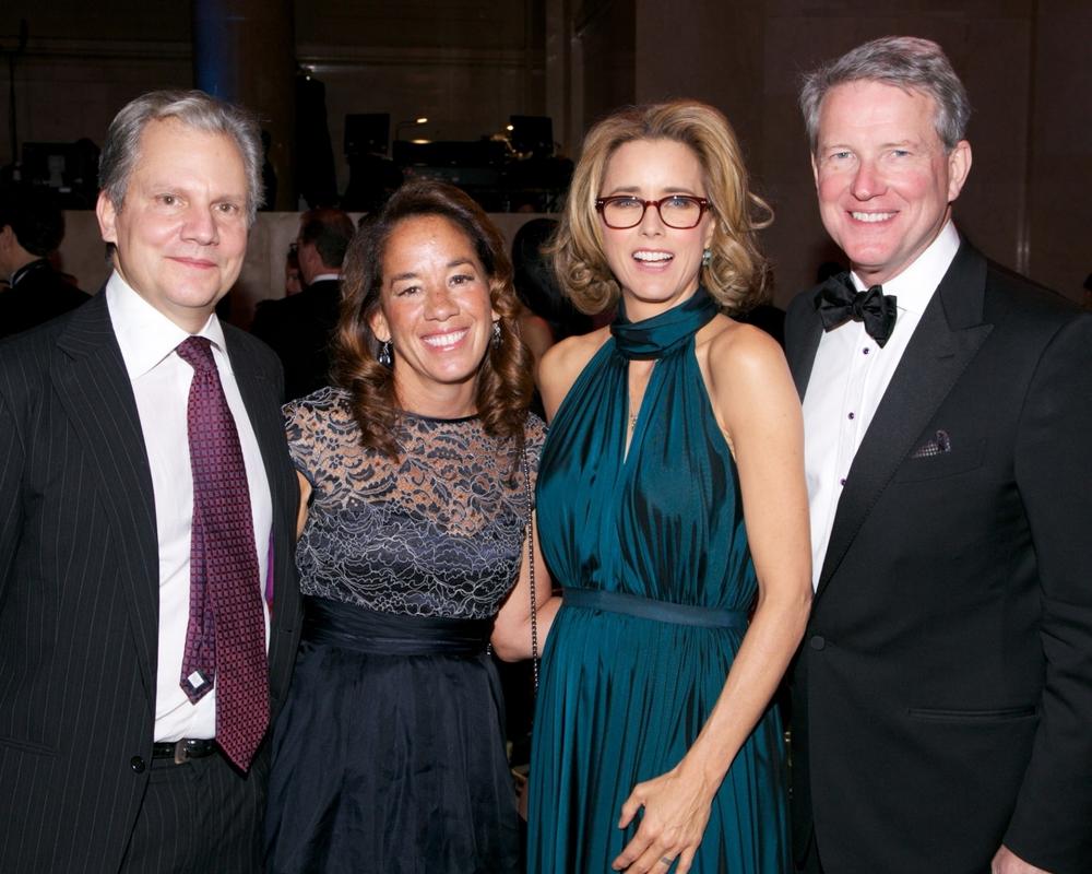Arthur and Gabrielle Sulzberger, Tea Leoni and Guest ©2014 Julie Skarratt Photography, Inc./U.S. Fund for UNICEF