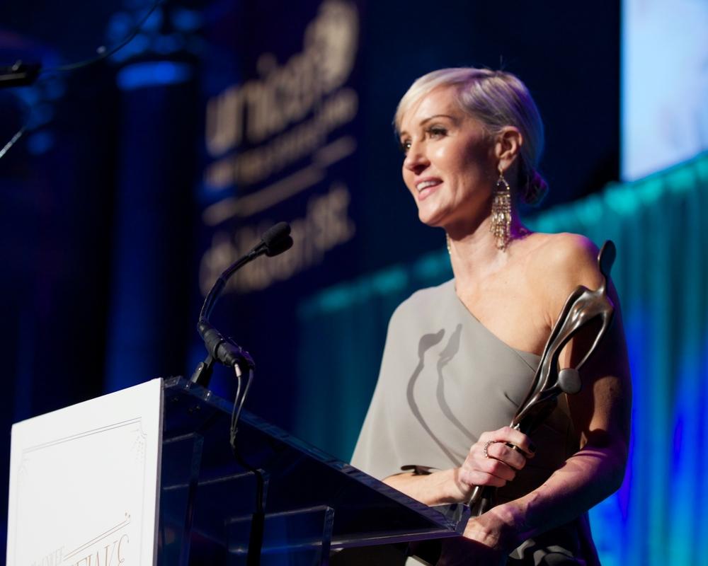 Hilary Gumbel, Recipient of the 2014 Audrey Hepburn Humanitarian Award © 2014 Julie Skarratt Photography Inc./U.S. Fund for UNICEF