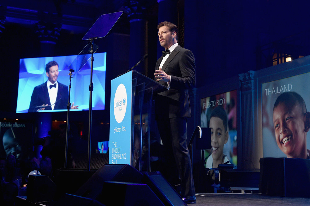 Host Harry Connick, Jr. speaks on stage during 13th annual UNICEF Snowflake Ball 2017 at Cipriani Wall Street on November 28, 2017 in New York City. (Photo by Bryan Bedder/Getty Images for UNICEF)