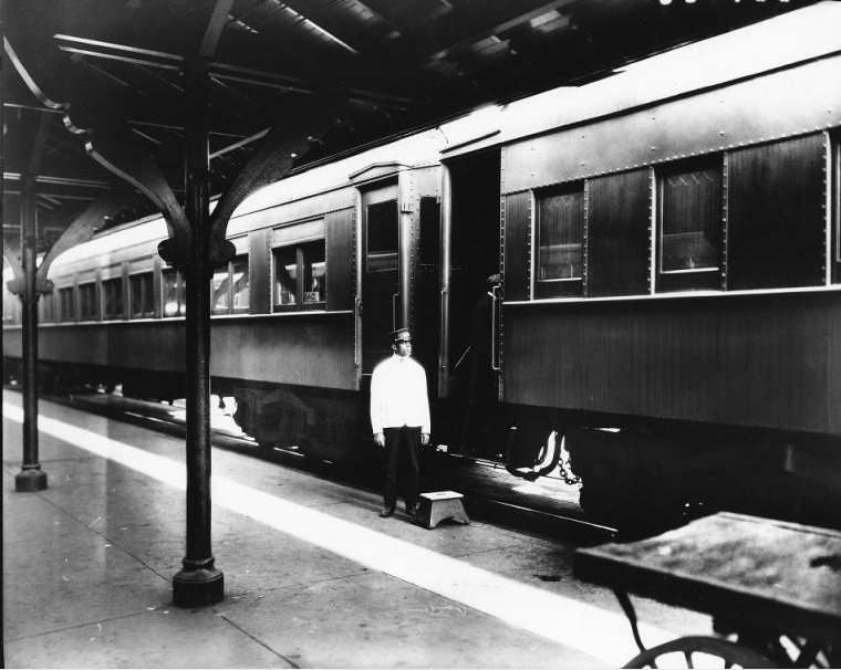 Pullman Porter, Southern Railway Depot, Knoxville, TN, 1921  McClung Collection