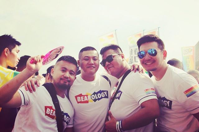 It's AWESOME because the best friends make the good time BETTER. A throwback to BEAROLOGY Pride in Taipei 2017. ❤️🧡💛💚💙 Cheerful, Delightful, and Powerful with BEAROLOGY Classic Tee --Rainbow  Get it here: http://www.bearology.asia/product/bearology-rainbow-white  #throwback #bearology #rainbow #pride #bearlove