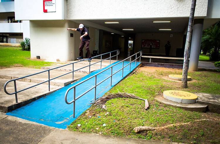 12_RyanTownley_boardslide_photoPAPKE.jpg