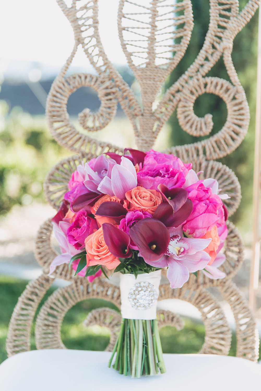Hindu Fusion in Fuchsia, Orange and Gold at Avensole Winery | Leah Marie Photography | Michelle Garibay Events
