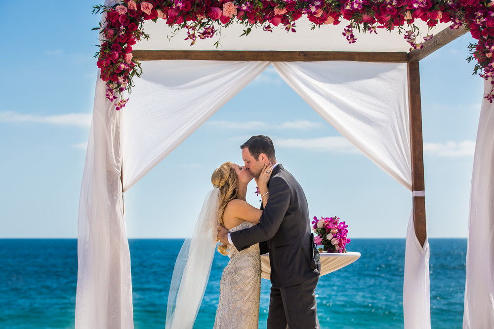 Beach Wedding Elopement in Cabo San Lucas | True Photography | Michelle Garibay Events