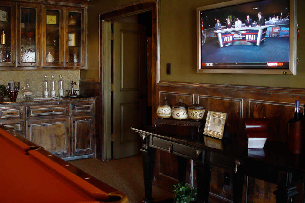The flat-screen TV in this game room won't let sports lovers miss a play!
