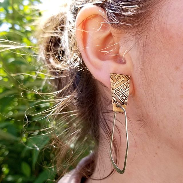 Sum summa summer......some new post earrings with the #dangles . . . . . . . #portlandsatmarket #portlandhandmade #artisanjewelry #contemporaryjewelry #pdxmaker #finejewelry #jewelry #jewelrydesign #textile #metalsmith #metaljewelry #mixedmetal #artisan #handcraftedjewelry #handmadejewelry #whatsonmybench #benchjeweler #jewellry #women #artist #lovemyjob #copperjewelry #silver #etching #design #portland #studiojeweler #fashion