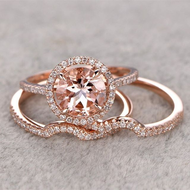 Okay okay okay. Isn't this #morganite bridal set absolutely Adorable? I love the double wedding band shaped to the stone - it's so perfect. What do you think of morganite? Would you go for it?