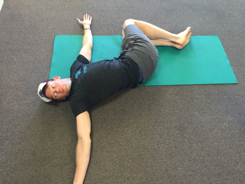 shoulder sweep-exercise-thoracic-mobility