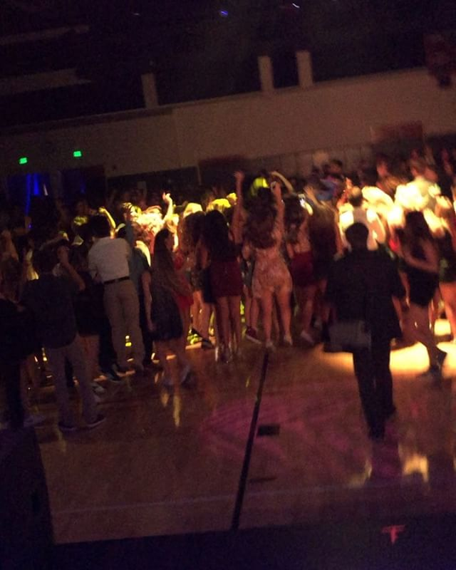 Oaks Christian's Homecoming was crazy! They partied nonstop ALL NIGHT. Thanks for having me out! DJ'ing with you guys was a blast! 🎉🎉🎉