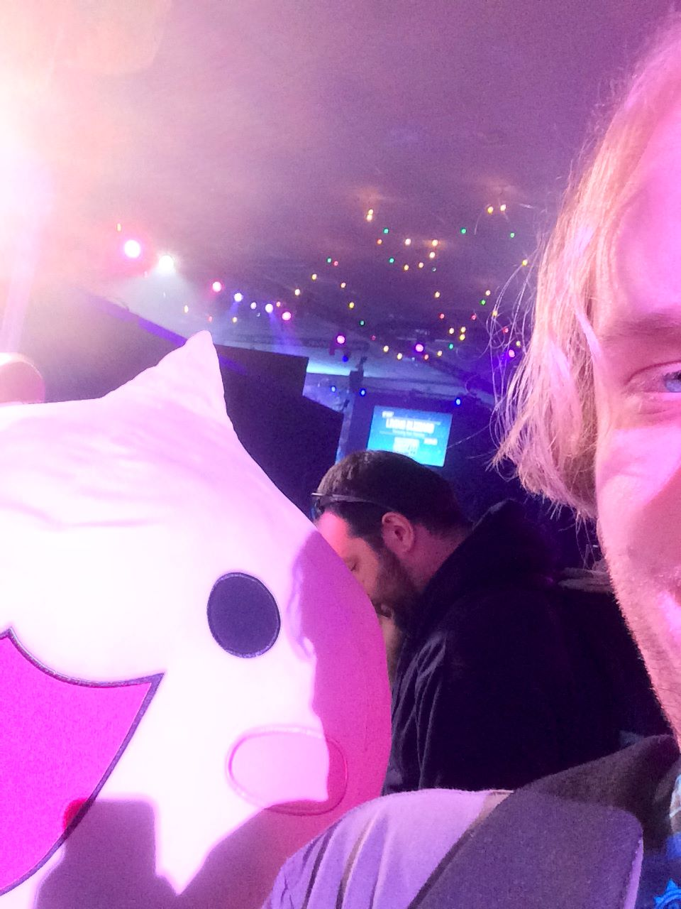 Shawn Hall & the Pachimari oversized plush at BlizzCon 2017.