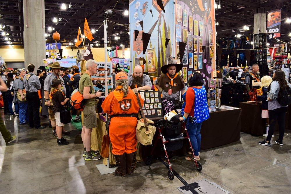 Daniel Davis talks to some Monster Scouts at Phoenix Comic Con 2017.