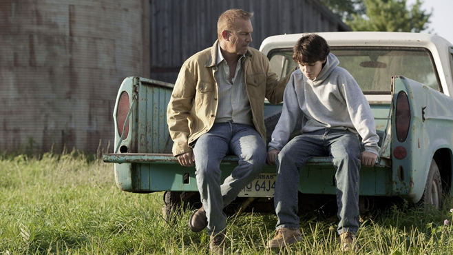 Jonanthan Kent with a young Clark in Man of Steel.