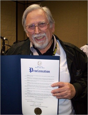 Dick Giordano at the proclomation of Dick Giordano Day - MegaCon 2007.