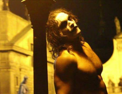 Jason Momoa  as  The Crow .