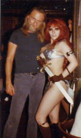 Frank Thorne poses with a Red Sonja cosplayer, 1976.
