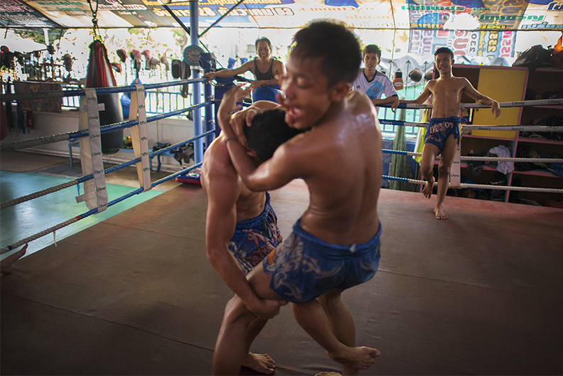 muay thai clutch fall copy.jpg