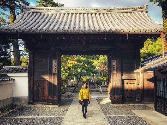 #shrinetime . . . . #stolethatfromcwong #youdimsumyoulosesome #itsrainingyen #asiatravelswithfuturewifey #kyoto #shrine #temple #japan