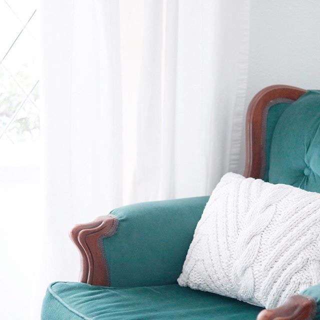 In my mission to cozy up our home for the colder months, I scooped up this cute chunky cable knit pillow (under $20!) that is the perfect size for our emerald green velvet chair. Is it wrong that I'm already excited to see a Christmas tree in our new house? Good thing I have a month or so left to decide where it should go! • • • •  Shop my daily looks by following me on the LIKEtoKNOW.it appor shop directly from my website at the link in my profile! http://liketk.it/2xNW1 #liketkit @liketoknow.it
