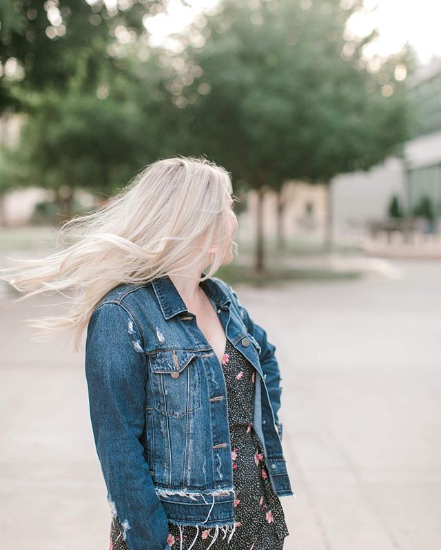 Just whipping my hair into this Wednesday and wanted to tell you guys that I have a new blog post up! I'm sharing my 5 tips of how I make this whole Instagram thing work as an introvert! POLL: Are you an introvert or an extrovert?