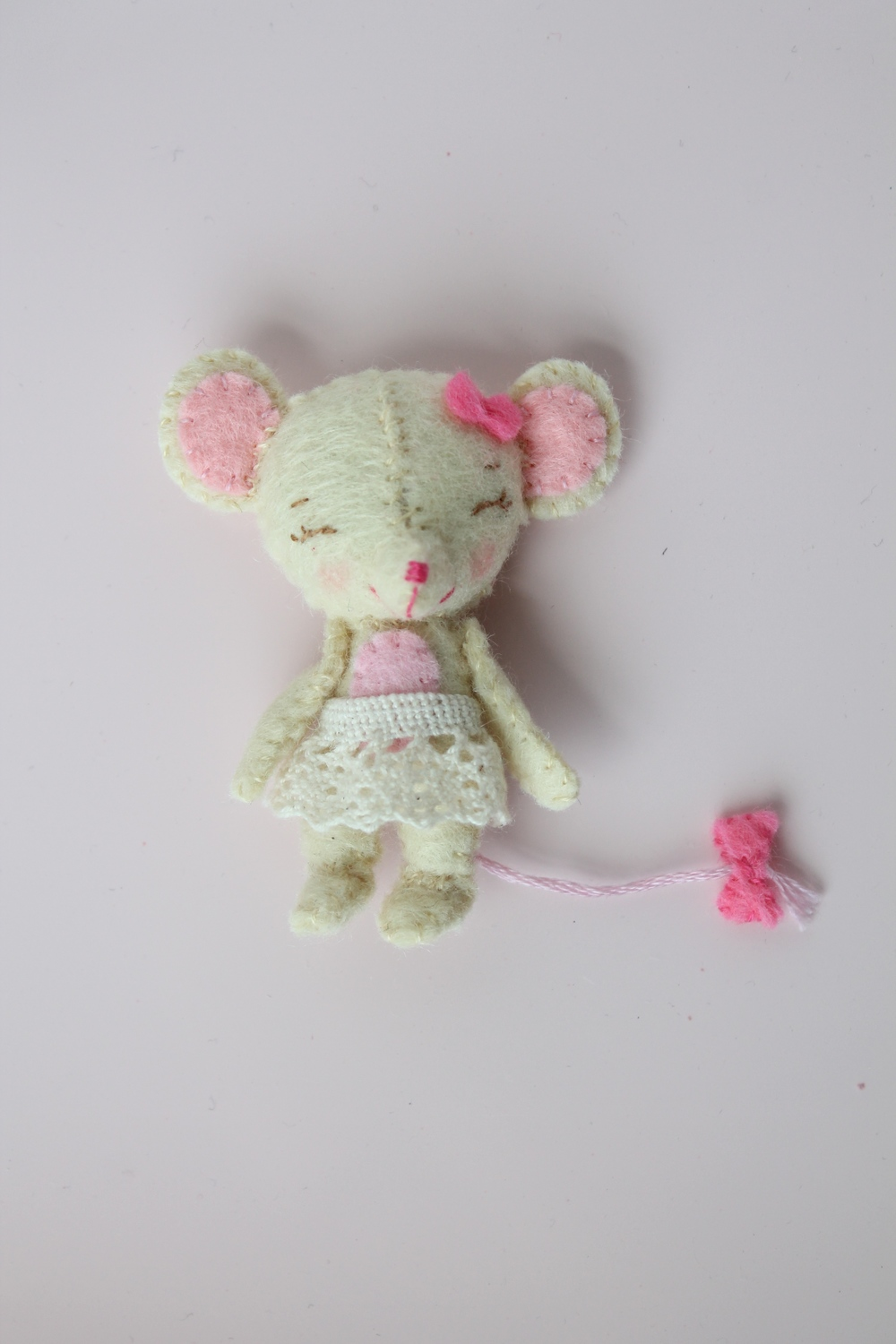 Adorable little hand sewn felt mouse. Pattern from Gingermelon ETSY shop.