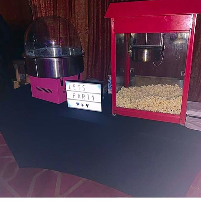Tonight we are at a very late Christmas party. Candy floss, pop corn machine and Magic mirror package. Thinking photo booth? Think Camarose photo booth. #radissonbluhotel #chrismasparty #dryjanuary #candyfloss #popcornhire #magicmirrorhire #magicmirror