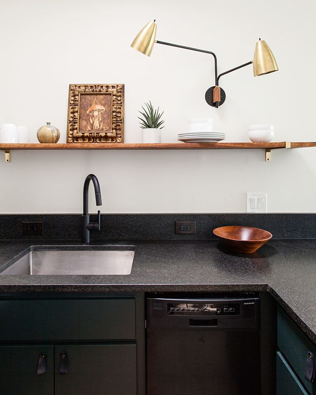 When life gives you a tiny kitchen with a really weird cabinet layout and the worst yellow faux paint job you have ever seen, you colorblock that mofo and add mushrooms on top 🍄 . Swipe for the full view and the before 👉🏼 . . . . . #erinwilliamsondesign #projectokena #kitchenremodel #dreamkitchen #smallspacesquad #kitchengoals #myhyggehome #currentdesignsituation #bohodecor #jungalowstyle #homerenovation #interiorlovers #interiorsforinspo #houseenvy #eclecticdecor #bohomodern #showmeyourshelfie #finditstyleit #apartmenttherapy #sodomino #customdesign #designer #interiordesigner #interiorsofinstagram #austininteriordesign #austindesign #colorblock