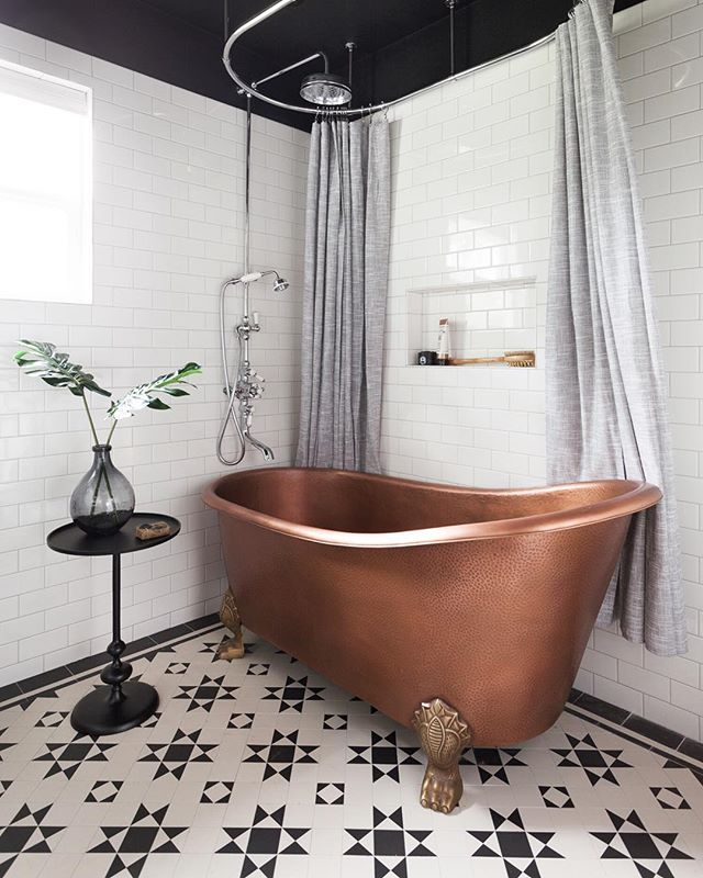 Classic Victorian bathroom for a cool dude client 🛁 Black and white always works, add in copper and you've got shazam⚡️⚡️⚡️ . . . . . #erinwilliamsondesign #blackandwhitebathroom #blackandwhite #dreambathroom #homeenvy #victorianbathroom #steampunk #copperdecor #homerenovation #bathroomremodel #currentdesignsituation #targetstyle #eclecticdecor #interiordesign #austininteriordesign #designer #smmakelifebeautiful #interiorinspo #tiledesign #bathroomstyle #bathroomdesign #remodeling