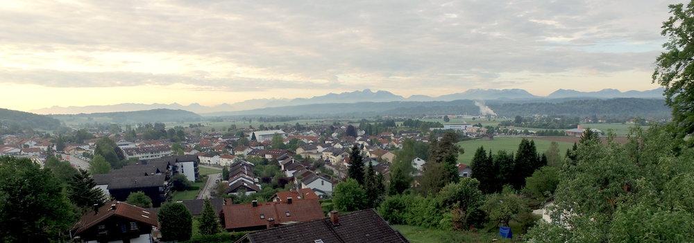 Blick vom Grundstück auf das Bergpanorama