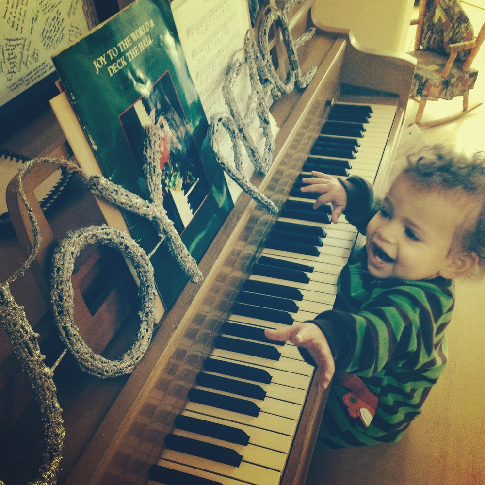 de(tales): grandma's piano