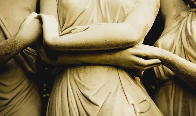 de(tales): holding hands