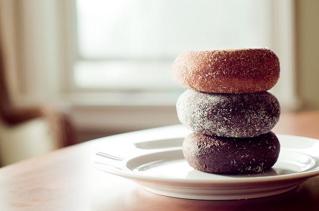 de(tales): doughnut