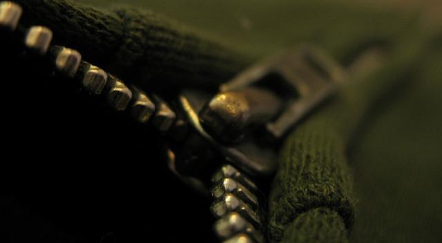 de(tales): green sweatshirt