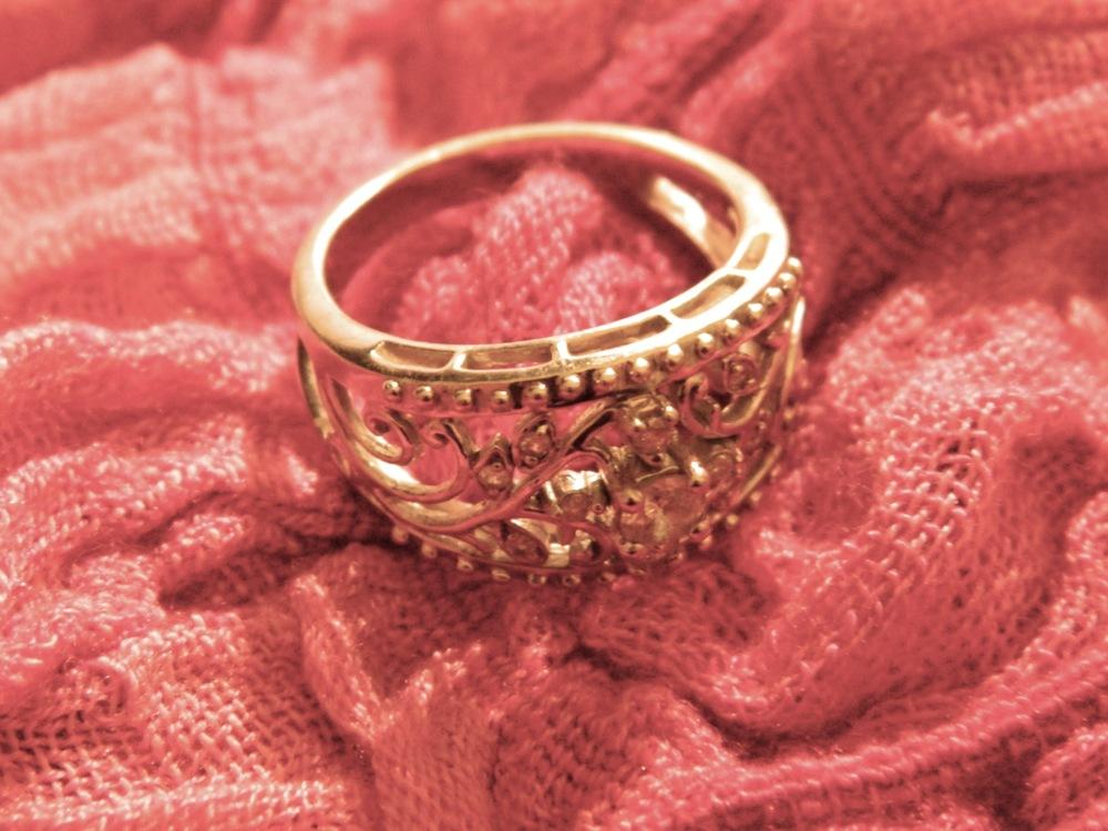 de(tales): ring