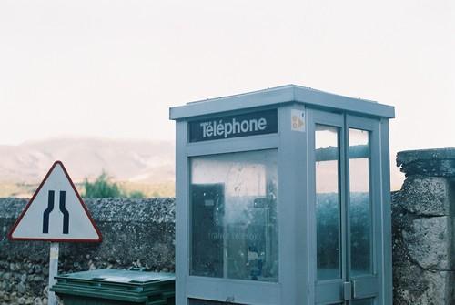 Téléphone. Abandoned telephone booth