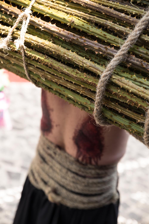 Espinas, cadenas, flagelaciones y sangre son las señas de identidad de la Semana Santa de Taxco, una tradición colonial que se remonta a 1598, donde la culpa y la expiación son llevadas al extremo
